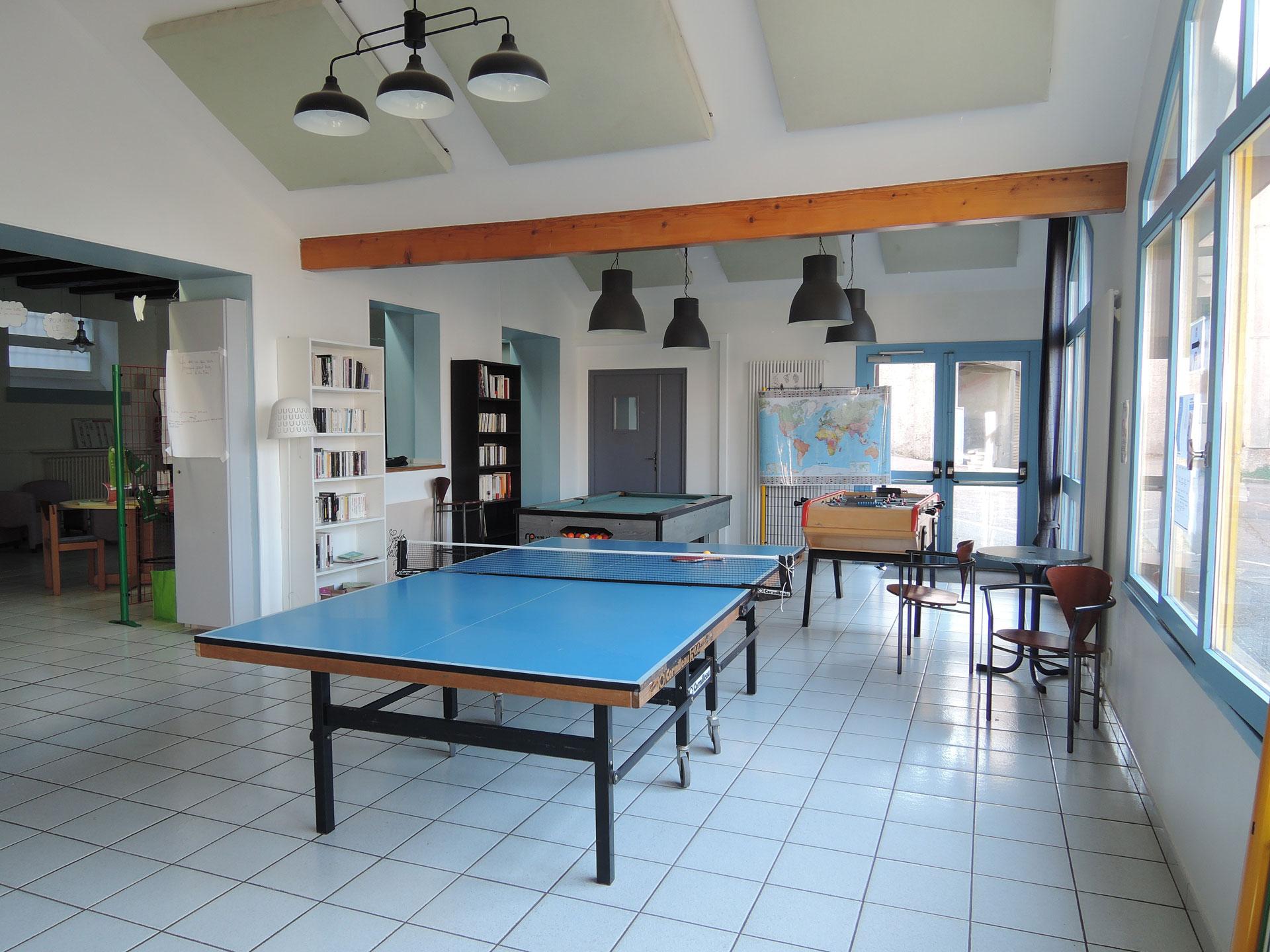 Table de ping pong, baby foot et billard
